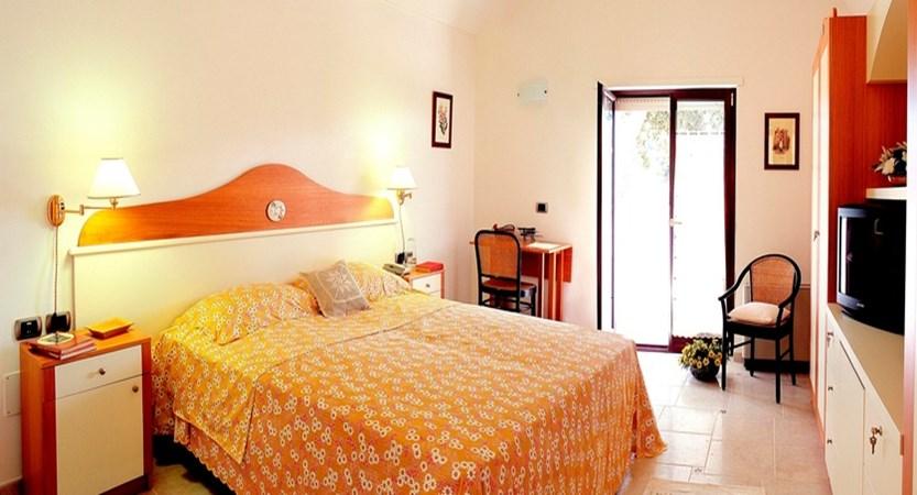 Masseria-Chiancone-Torricella-Bedroom.jpg