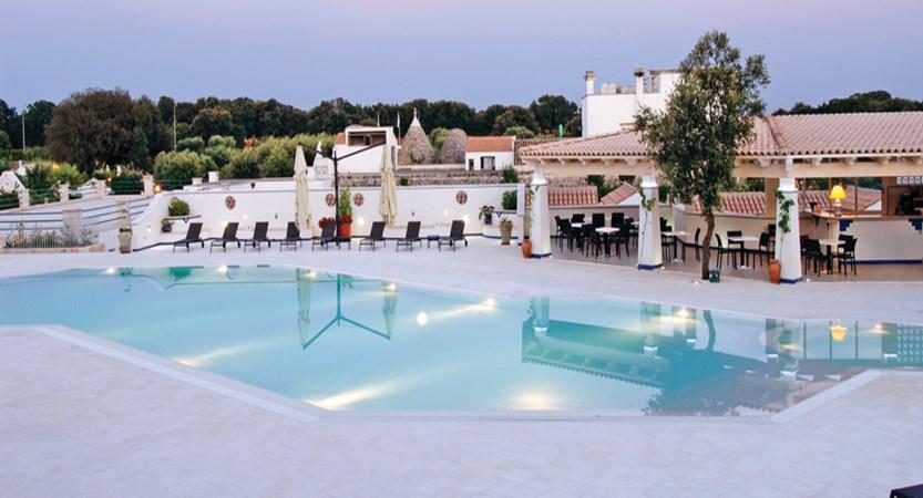 Masseria-Chiancone-Torricella-Pool.jpg