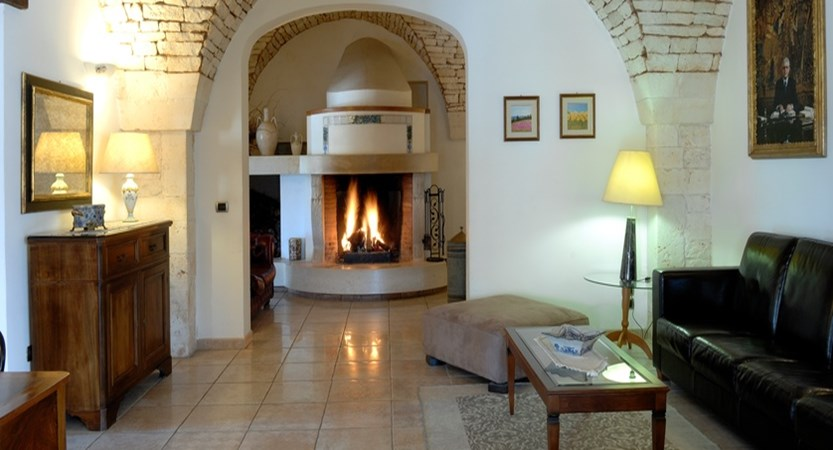 Masseria-Chiancone-Torricella-Fireplace.jpg