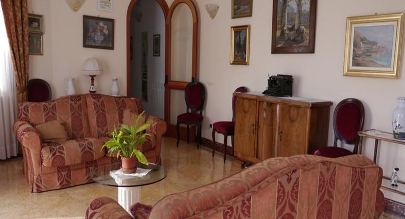 Villa-Giuseppina-lounge.JPG