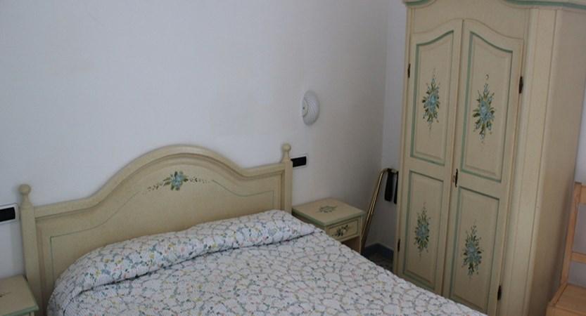 Villa-Giuseppina-classic-bedroom.jpg