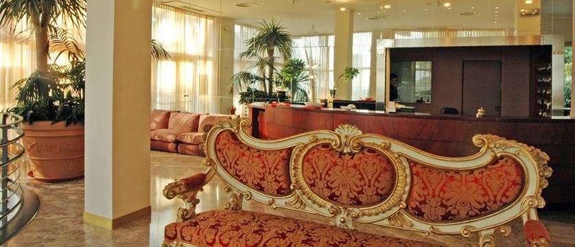 Reginna-Palace-lobby.jpg