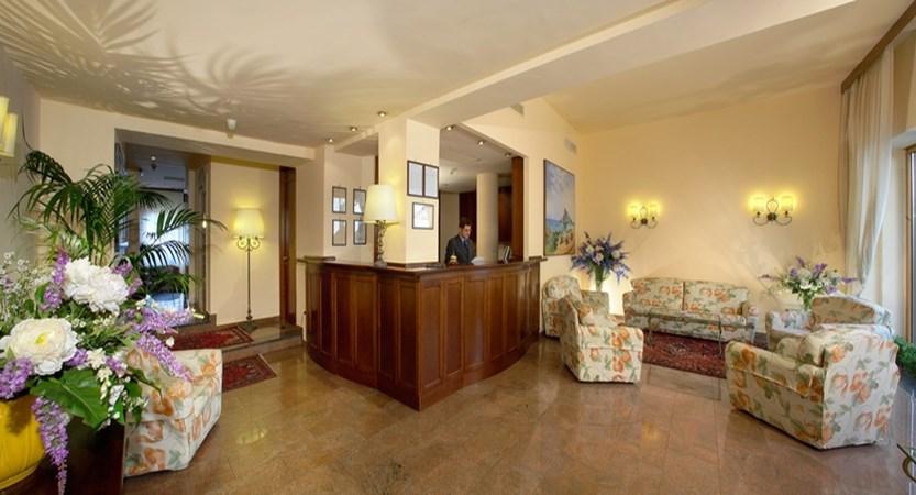 Hotel-Isabella-Reception.jpg
