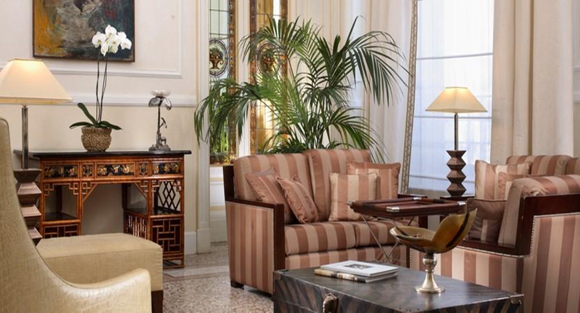 Principe-di-Piemonte-Lobby.jpg