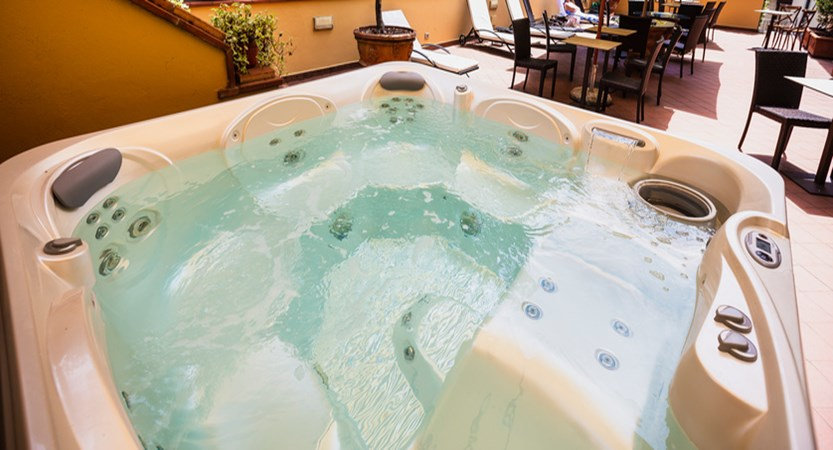 Hotel-Ilaria-Residenza-dell'Alba-Whirlpool.jpg
