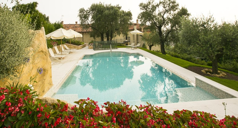 Relais-Fra-Lorenzo-swimming-pool.jpg