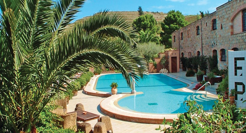 Relais-Santa-Anastasia-Pool.jpg