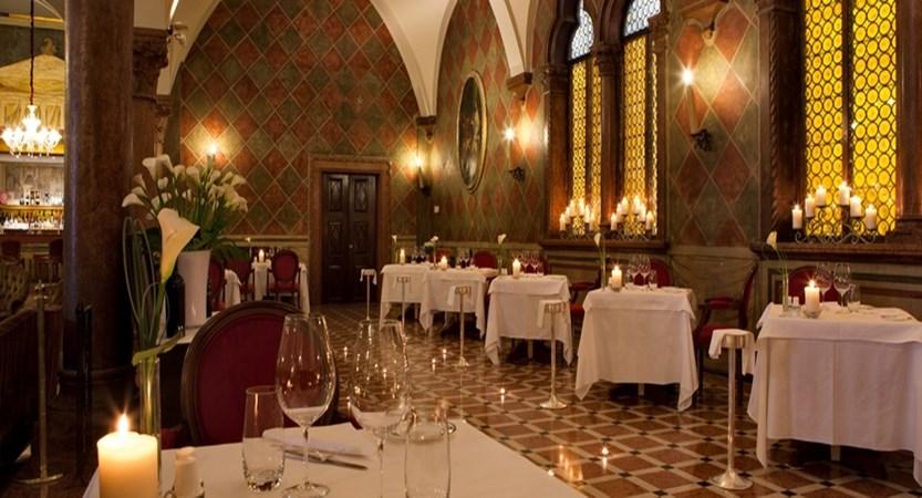 Due-Torri-Restaurant 4.jpg
