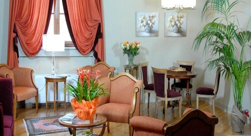 San-Luca-Palace-lounge.JPG
