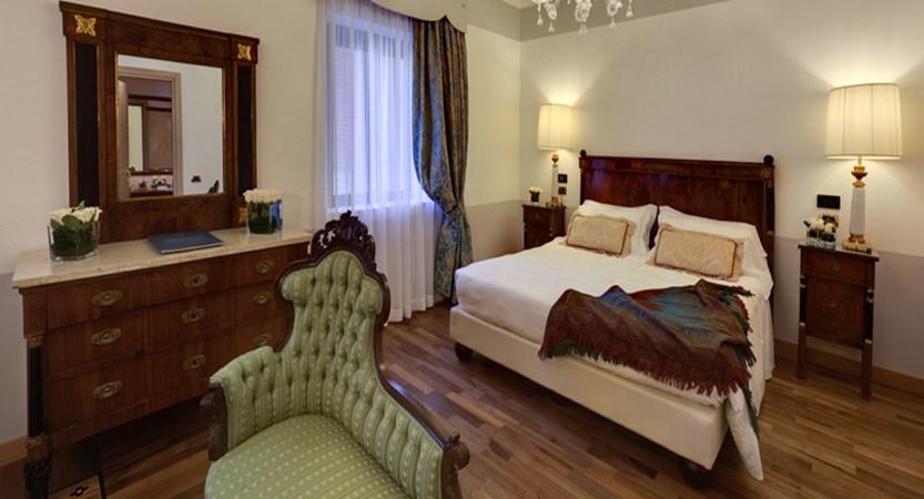 Due-Torri-Hotel-Suite.jpg