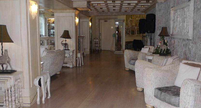 Atlantis-Bay-lounge.JPG