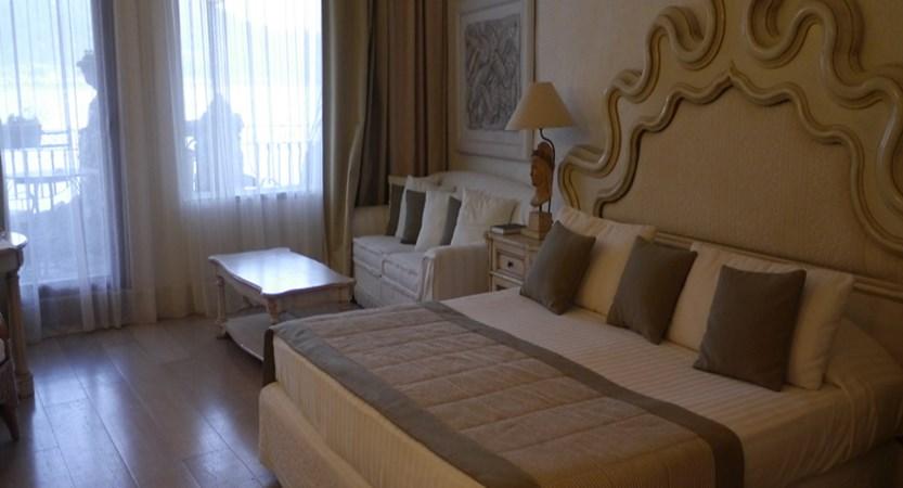 Atlantis-Bay-bedroom.JPG