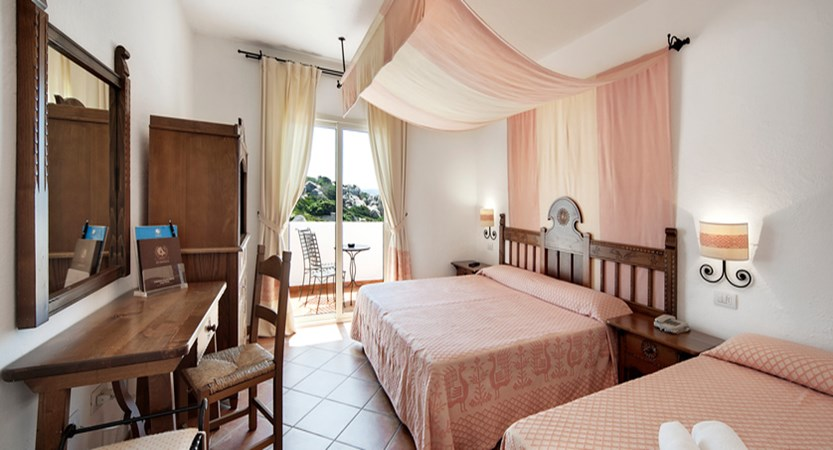 Capo-Testa-Superior-room.jpg