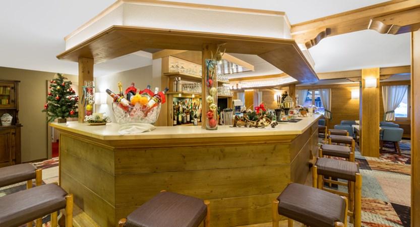 italy_livigno_hotel-intermonti_bar.jpg