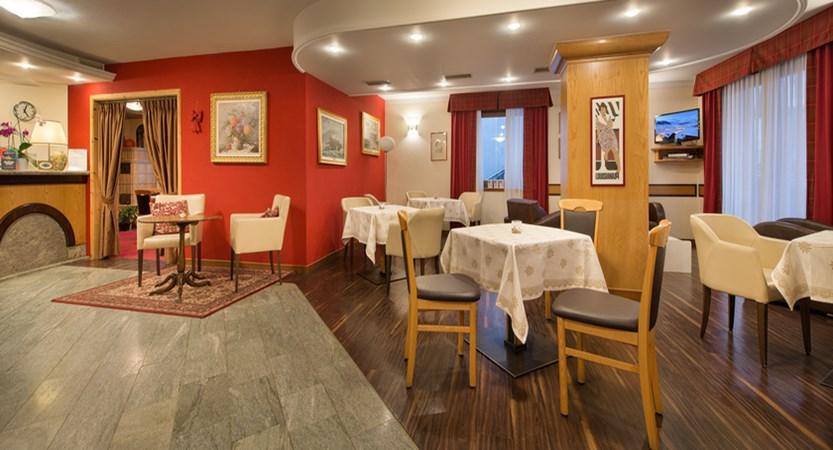 italy_livigno_hotel-st-michael_bar.jpg