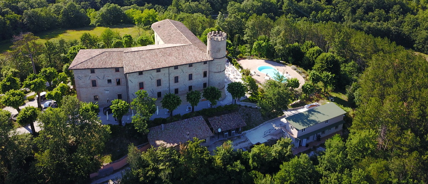 Castello-di-Baccaresca-aerial.JPG