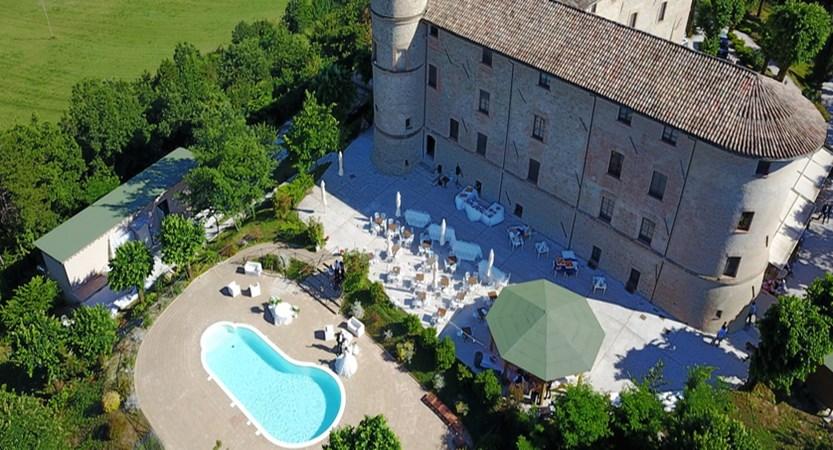 Castello-di-Baccaresca-exterior.JPG