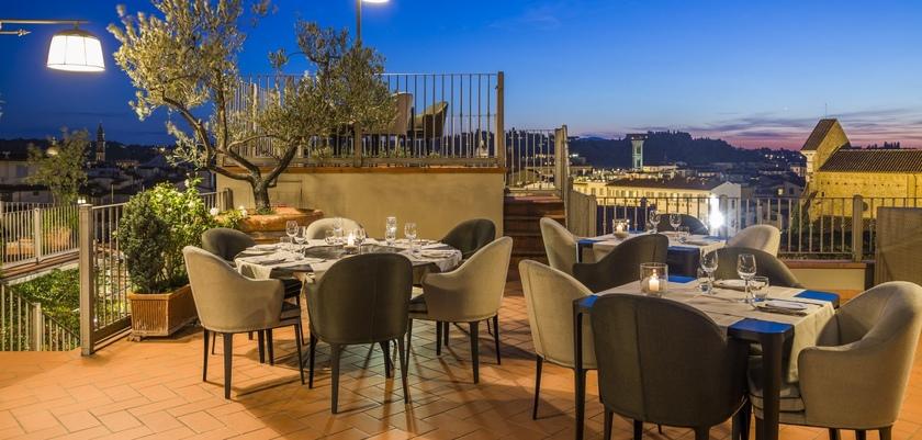 Hotel-Baglioni-Roof-top-bar.jpg