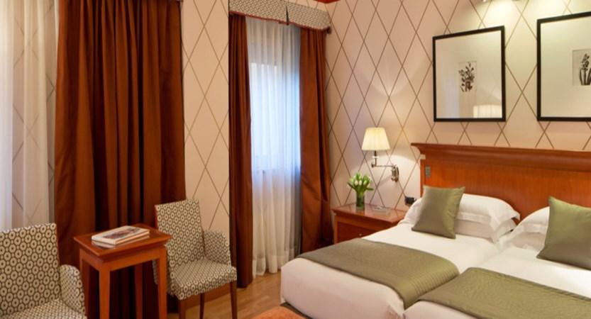 Starhotels Metropole , Deluxe room (1).jpg
