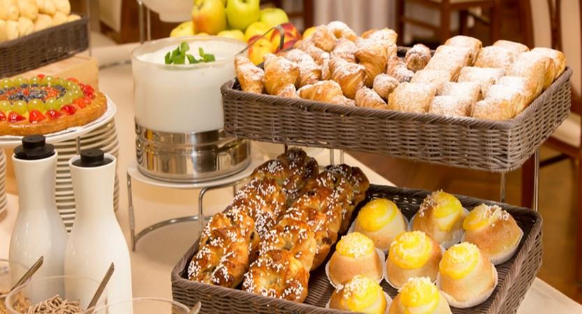 Starhotels Majestic Breakfast......jpg