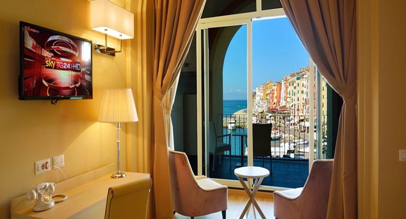 Grand Hotel Portovenere Deluxe Suite.jpg