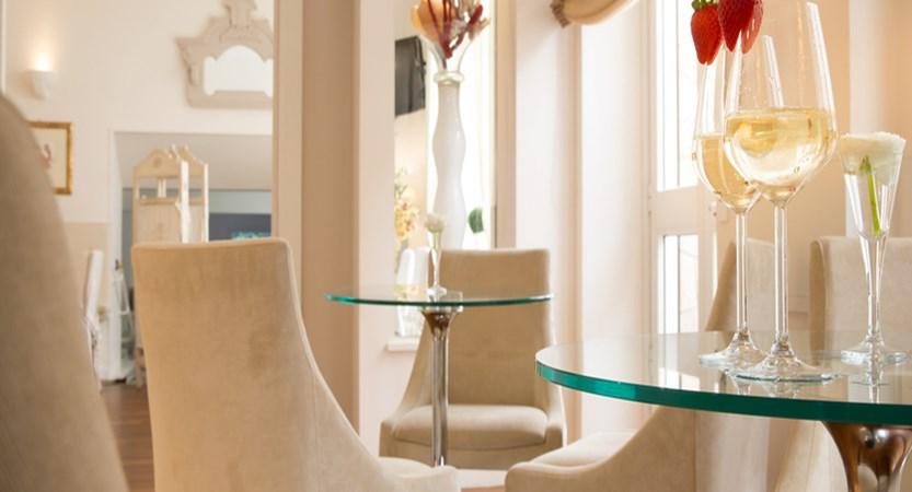 Hotel Tigullio et de Milan lounge ...jpg