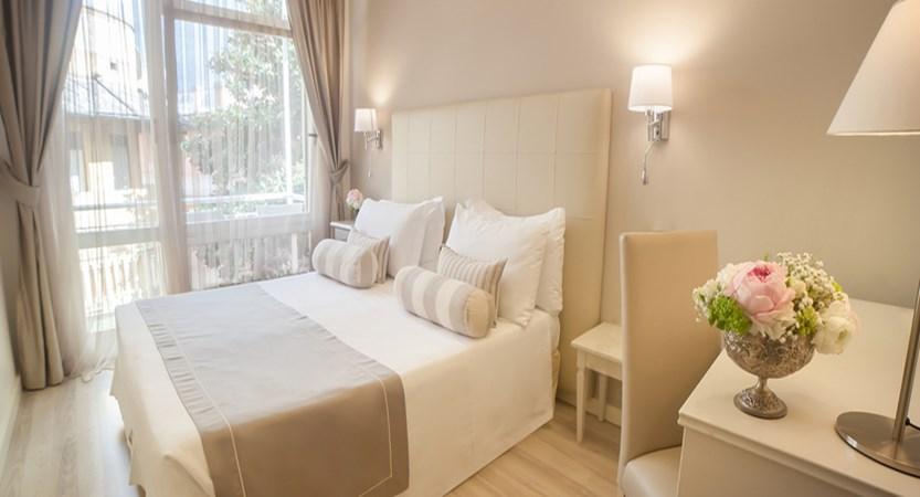 Hotel Tigullio et de Milan Bedroom.jpg