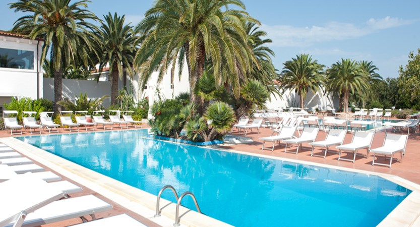 swimming pool Ostuni Rosa Marina Resort.JPG