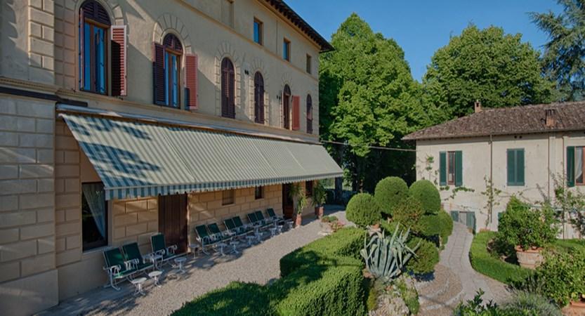 Villa facciata e villino Villa Scacciapensieri.jpg