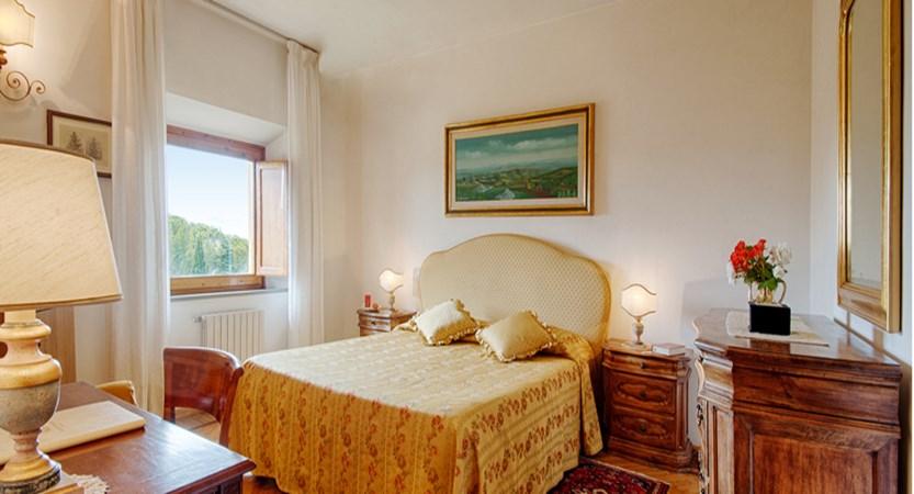 Villa Scacciapensieri bedroom.jpg