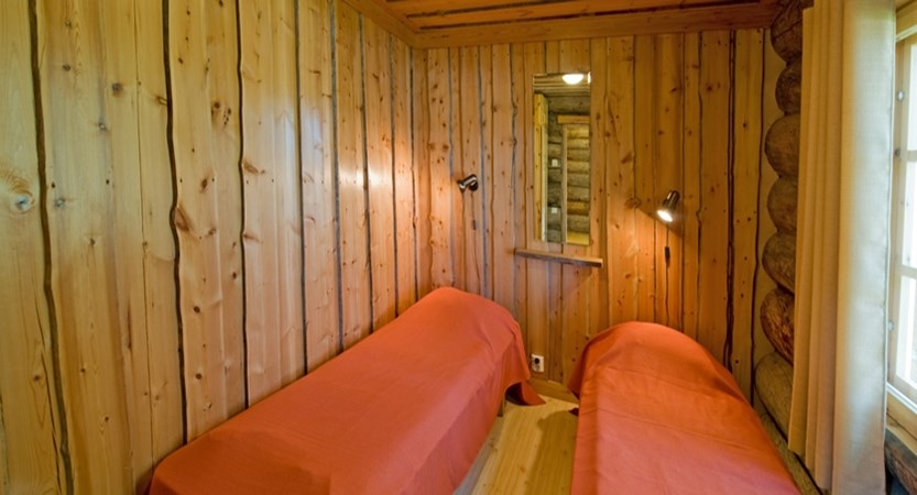 Finland_Lapland_Levi_log_cabins_bedrooom.jpg