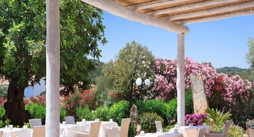 restaurant-hotellarocca-bajasardinia2.jpg