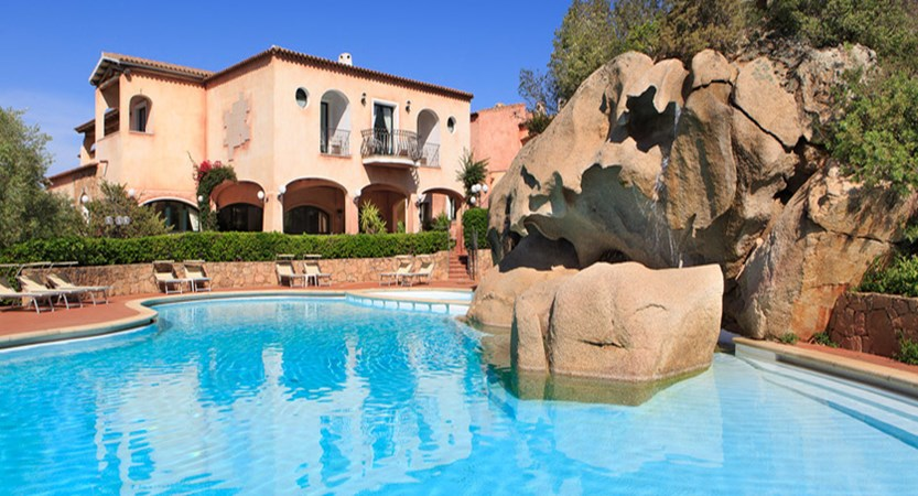 hotel-larocca-resort-bajasardinia.jpg