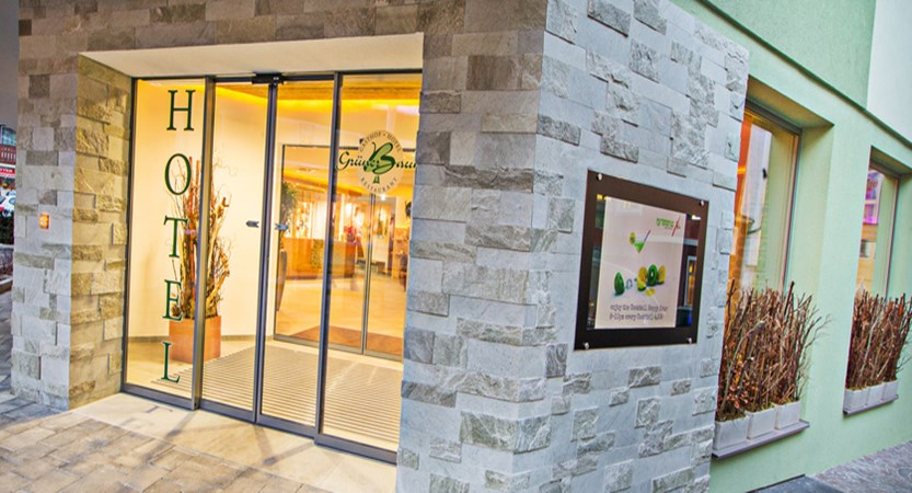 Hotel Grüner Baum reception