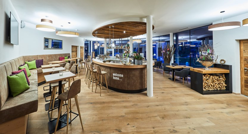 Alpine resort, zell am see, bar