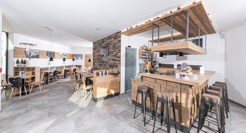 Alpine resort, zell am see, indoor dining (1)