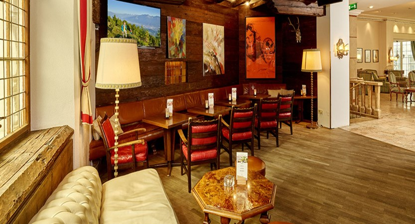Sporthotel Igls Austria dining lounge
