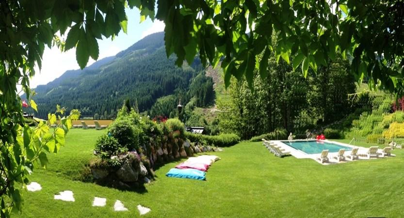 Hotel Saalbacherhof, Saalbach, Austria Garden and pool