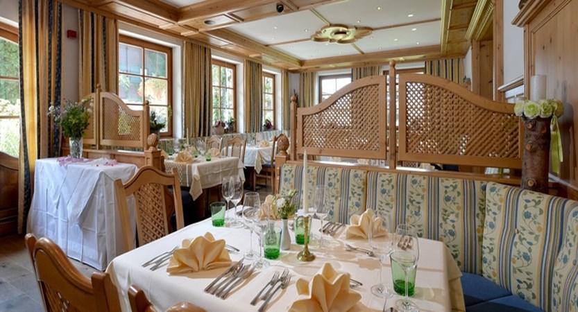 Hotel Crystal St. Johann dining area (1)