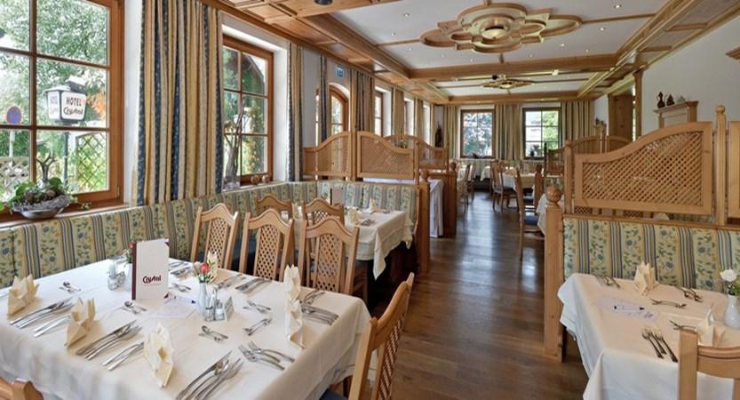 Hotel Crystal St. Johann dining area