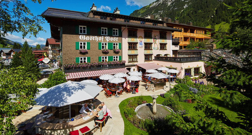 hotel-gasthof-post-exterior Post Terrasse quer.jpg