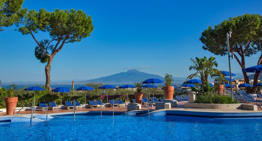 Vesuvius from the outside swimming pool.jpg