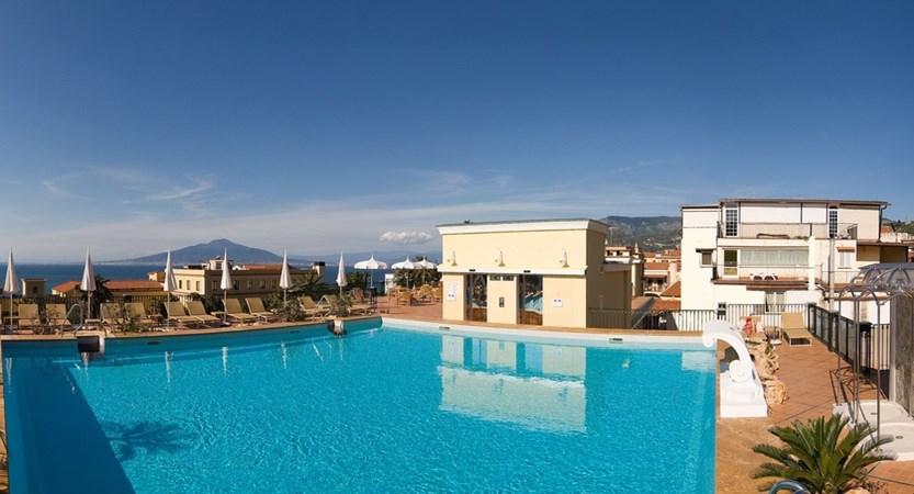 La Favorita pool (1).JPG