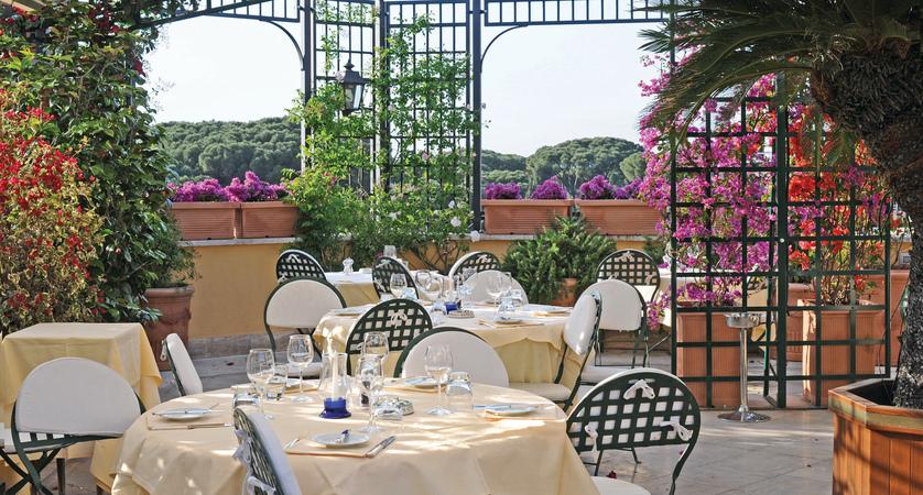 Hotel Victoria main.JPG