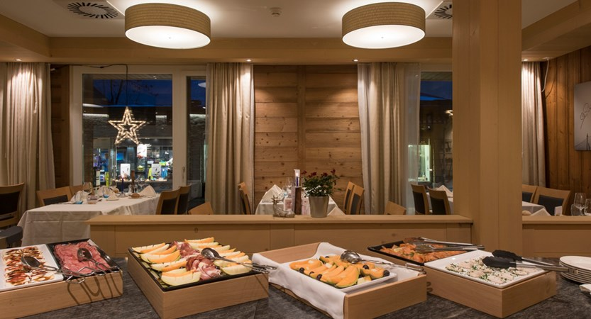 Hotel Sunstar Alpine, Wengen, Bernese Oberland, Switzerland - buffet