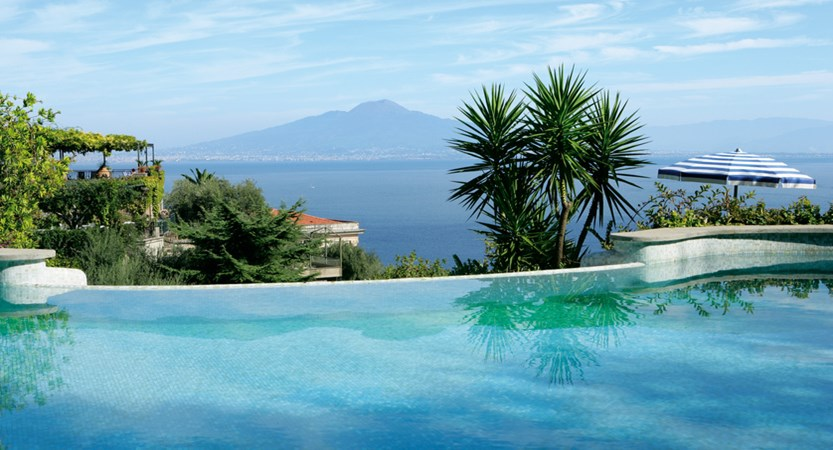 12_Swimming pools with sea view.jpg