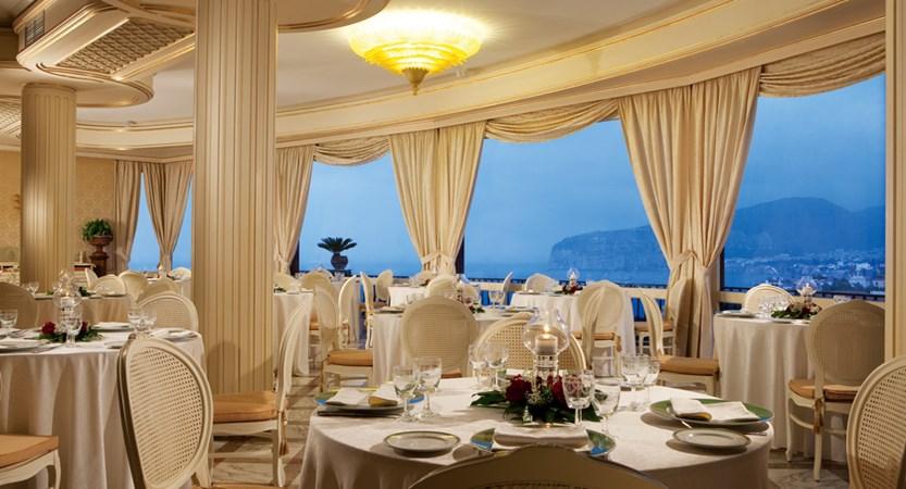 19_Indoor restaurant.jpg