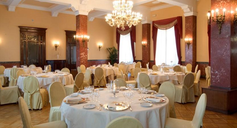 673853_Collins_restaurant.jpg