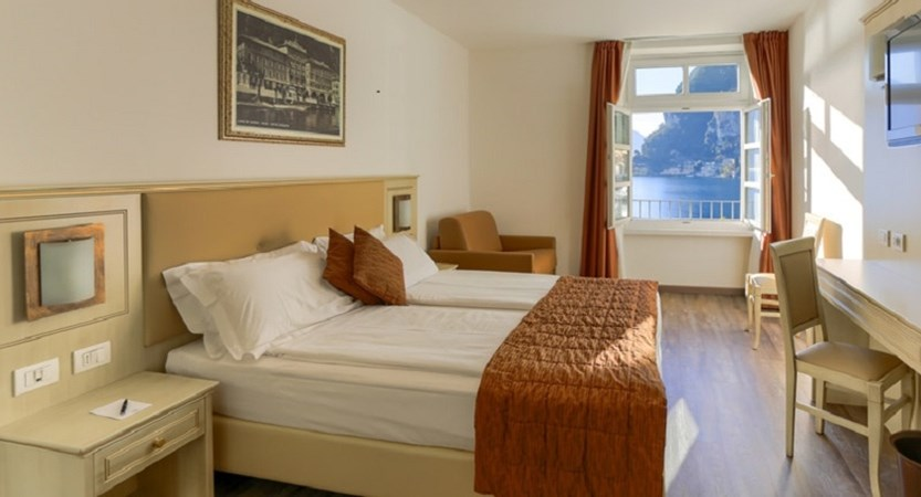 Hotel-Sole-Riva-Bedroom-Lake-View.jpg