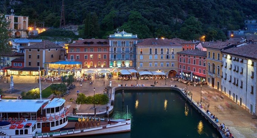Hotel-Europa-Riva-Night.jpg
